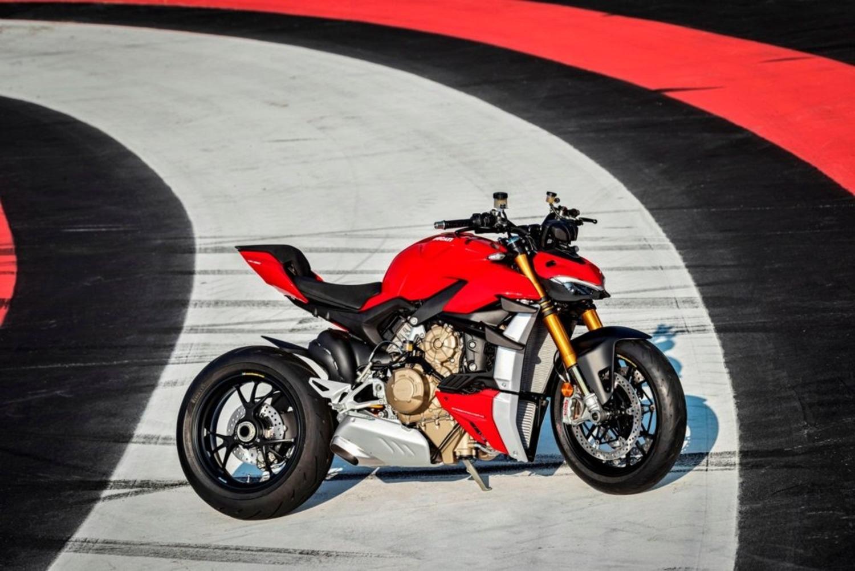 Cosa fa un motociclista che vince la Lotteria Italia 2020? Compra una pista...