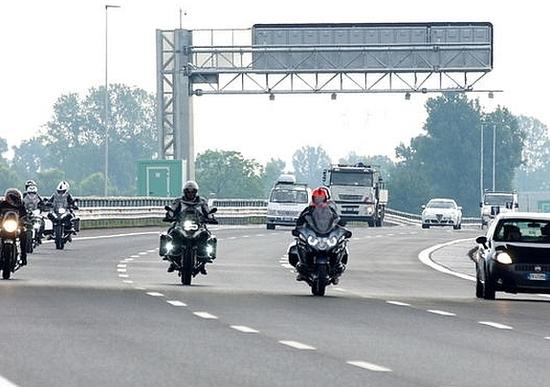 Moto in autostrada: confermato lo sconto