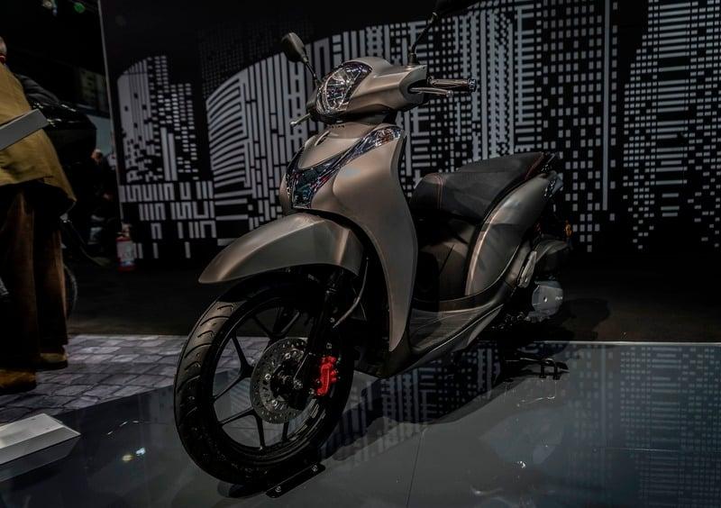 Honda: SH300 Total Black a Motor Bike Expo 2020 - News - Moto.it