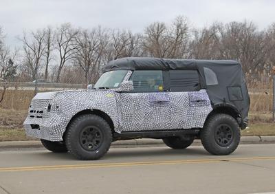 Ford Bronco 2020 Le Prime Foto Spia Wrangler E Defender Mani In Alto News Automoto It