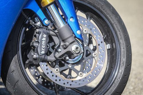 L'impianto frenante Brembo con ABS della Suzuki GSX-S1000F