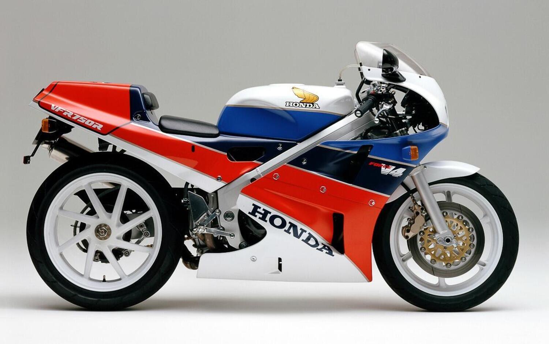 """Honda VFR750R """"RC30"""": piano straordinario di aggiornamento per una moto mitica"""
