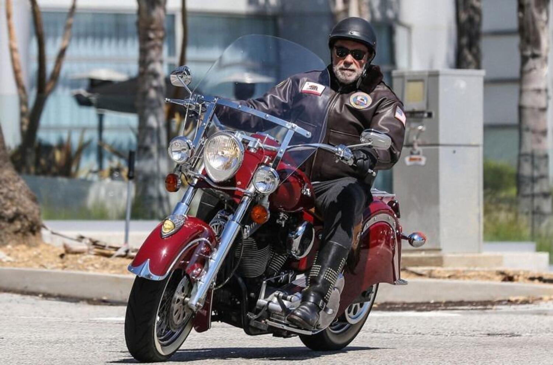 Terminator rompe la quarantena per farsi un giro in moto