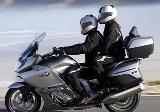 Spostarsi in moto e scooter nella Fase 2 si può, con e senza passeggero. Ecco come