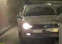 Volkswagen Passat DISTRUGGE uscita garage. Così, fuori controllo, in Svizzera
