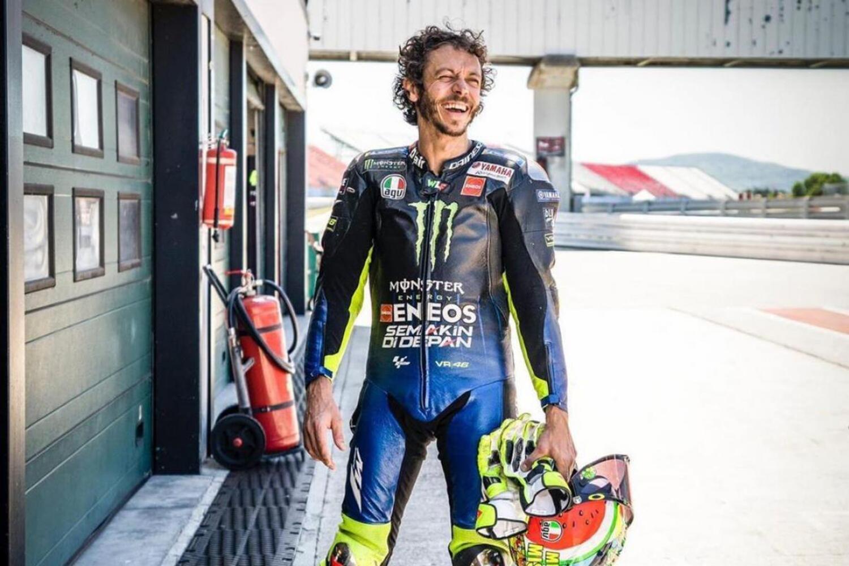Valentino Rossi torna in pista a Misano... felice come un bambino