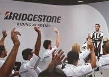 Con i pneumatici Bridgestone in regalo i capi della nuova collezione Battlax VR46