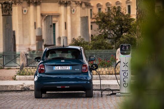 Nuova Fiat 500 Fiat-500-elettrica-berlina-13