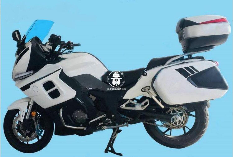 Benelli BJ1200, nuove immagini della GT a tre cilindri