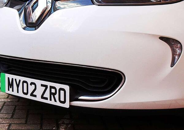 UK. Targhe verdi per i veicoli a zero emissioni