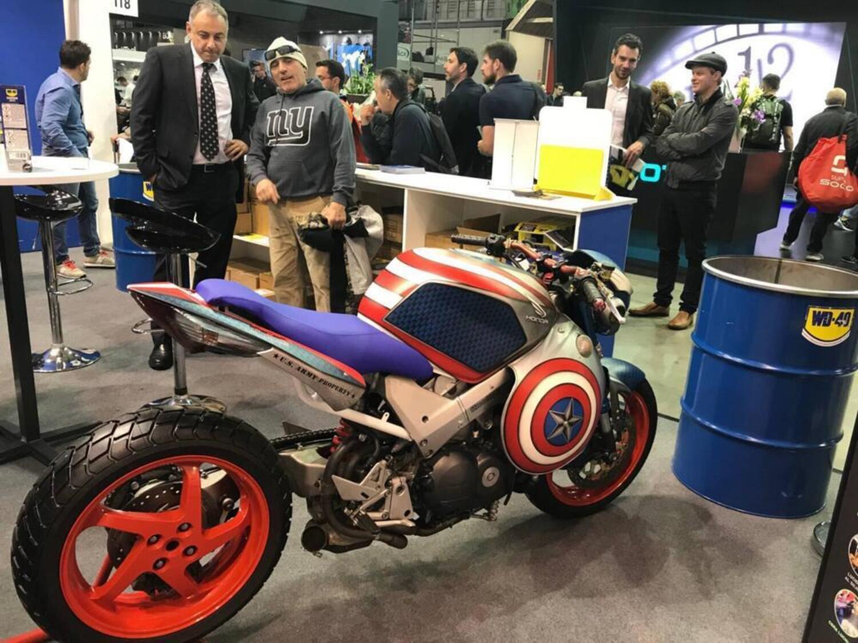 Le strane di Moto.it: Honda VFR 800 Captain America