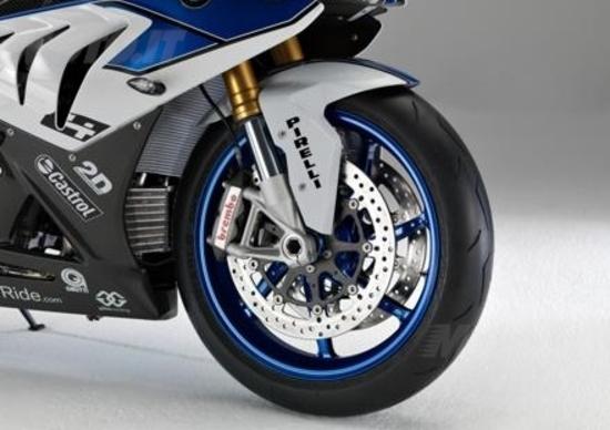 BMW sceglie i Pirelli Supercorsa SP per la nuova HP4