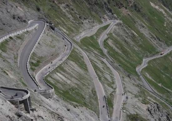 I motociclisti protestano: stop al pedaggio su Stelvio e Passi Alpini!