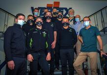 Il Team Kawasaki KRT in visita alla Vertex Pistons