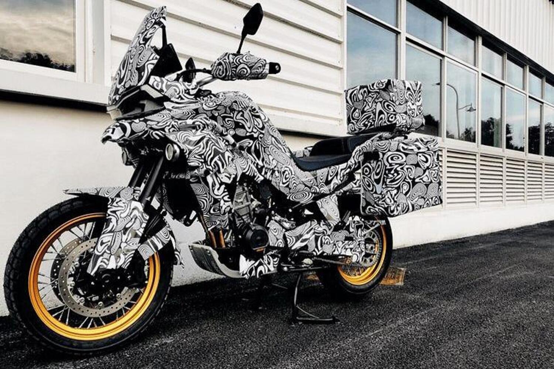 CF Moto MT800. Nuove foto spia dell'Adventure che è un po' KTM