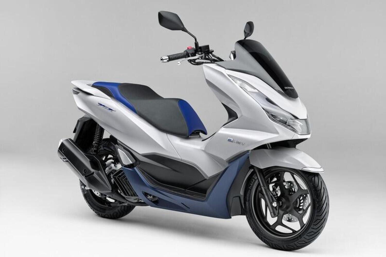 Nuovo Honda PCX e: HEV 2021. Lo scooter ibrido