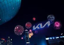 Kia presenta il nuovo logo con fuochi d'artificio da record