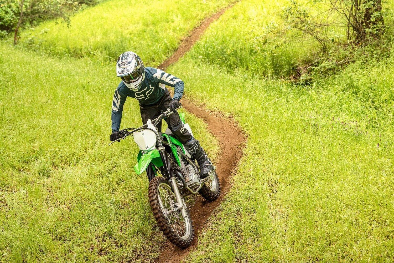 Kawasaki KLX 230R S. La trail facile e furba. Ma non per noi