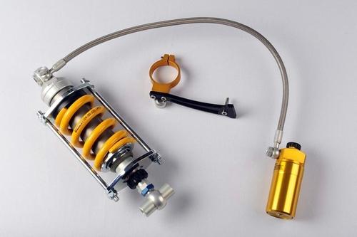 Ammortizzatore Ohlins con serbatoio separato e collegato mediante tubazione flessibile