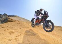 KTM, un teaser per una nuova Adventure tassellata: sarà la Super Adventure R MY2021?