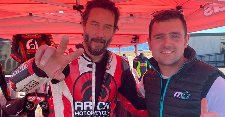 Keanu Reeves e Michael Dunlop insieme in pista, in California, sulle italianissime MV