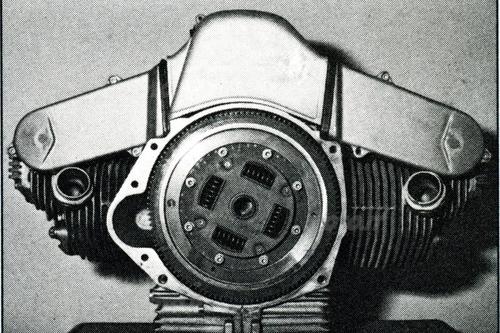 Prototipo bicilindrico con distribuzione monoalbero comandata da cinghie dentate. anno 1975