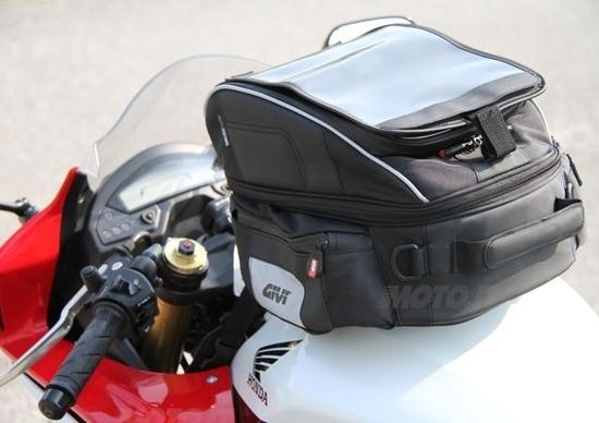 Tre borse GIVI Xstream in prova