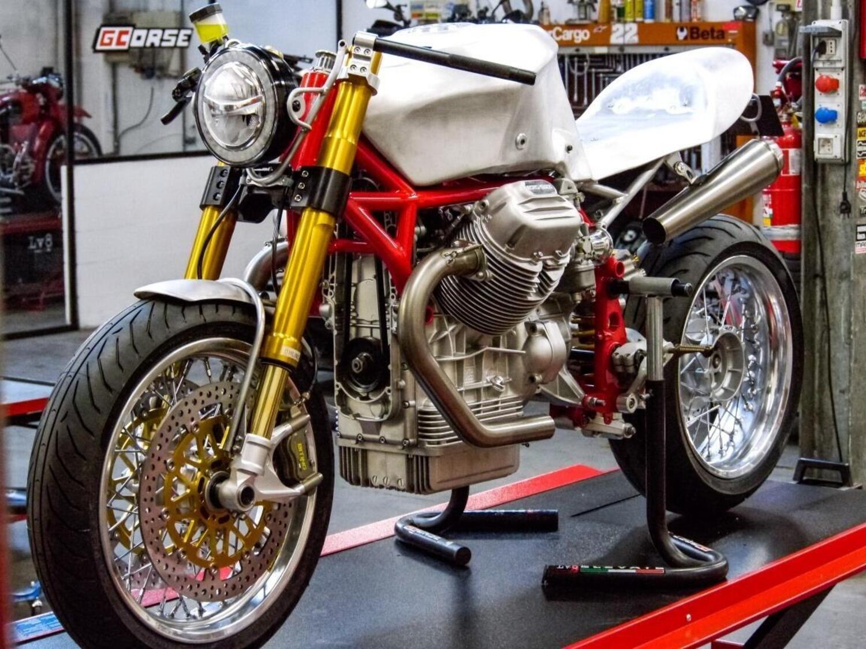 GCorse Classic 992. Le Mans speciale per i 100 anni di Moto Guzzi