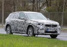 BMW iX1, le foto spia del SUV elettrico