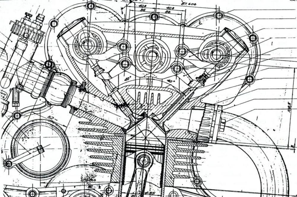 Il primo sistema desmodromico impiegato dalla Ducati (sui motori da corsa) prevedeva tre alberi a camme (uno di chiusura e due di apertura)