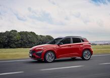 """Hyundai Kona 2021, Restyling """"alla N"""": primo contatto, commento e prova dell'ibrida 48V"""