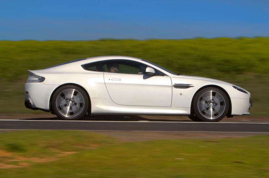 Aston Martin V8 Vantage (2005->>) (3)