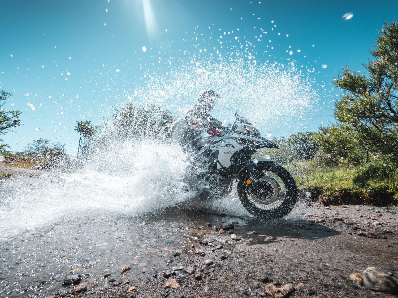Benelli TRK 502, in sei mesi vendute più moto dell'intero 2020