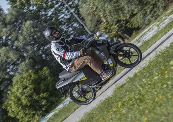 Scooter Askoll 2021. Nuovi colori e nuove batterie
