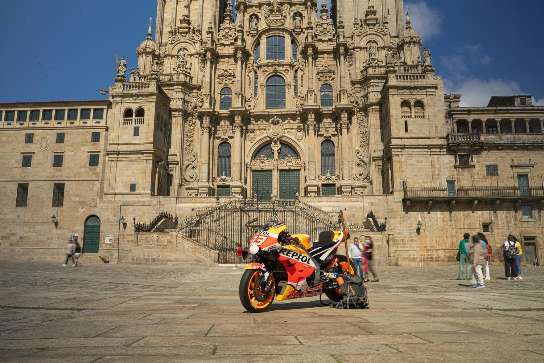La moto di Marquez, dalla pista al Cammino di Santiago