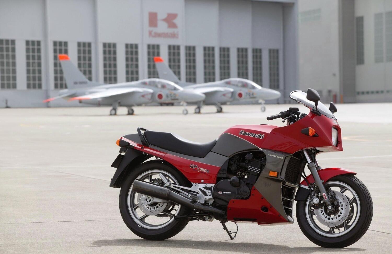 Le Kawasaki a quattro cilindri in linea