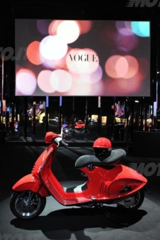 The Unique Vespa 946, Piaggio incontra Vogue Italia