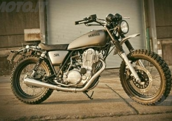 Yamaha Yard Built: due special SR400 al Wheels and Waves 2014