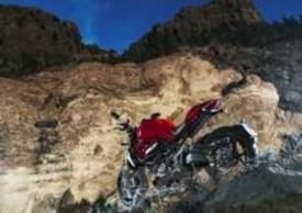 La Monster nello spettacolare panorama vulcanico del Parco del Teide