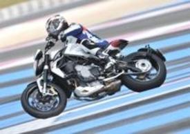 """Il motore consente uscite di curva e accelerazioni in stile """"tiro con la fionda"""""""