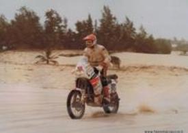 Fabio Marcaccini in gara su Yamaha in una delle sue 5 Dakar
