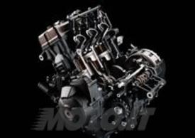 La Yamaha è tornata al tricilindrico in linea con una realizzazione di 850 cm3 di straordinaria leggerezza e dall'ingombro ridotto. Spiccano i condotti di aspirazione di differenti lunghezze .