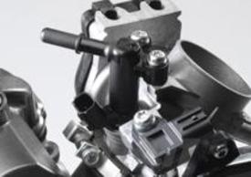 Arriva l'iniezione elettronica, con un corpo farfallato Keihin da 44 mm dotato di iniettore con 10 fori. Così anche la 250 può utilizzare il Power Tuner