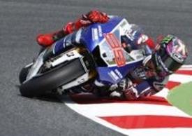 Jorge Lorenzo... rovina i logo degli sponsor sui cordoli del Montmelò