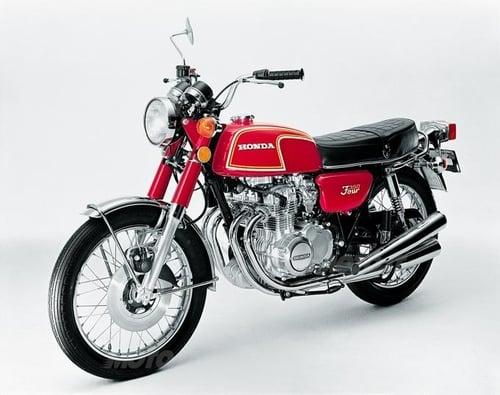 La CB 350 Four era una moto di impostazione decisamente turistica. Facilissima di guida era stata studiata particolarmente per chi si avvicinava per la prima volta al mondo delle medie cilindrate