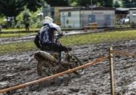 Alessio Barbanti nella morsa di fango