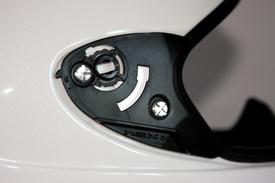 Il meccanismo di fissaggio della visiera