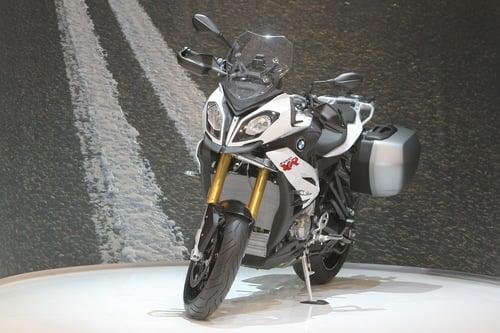 La BMW S1000 XR in livrea bianca