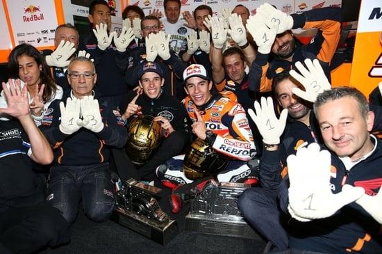 Festa ai box per i due Marquez iridati su Honda