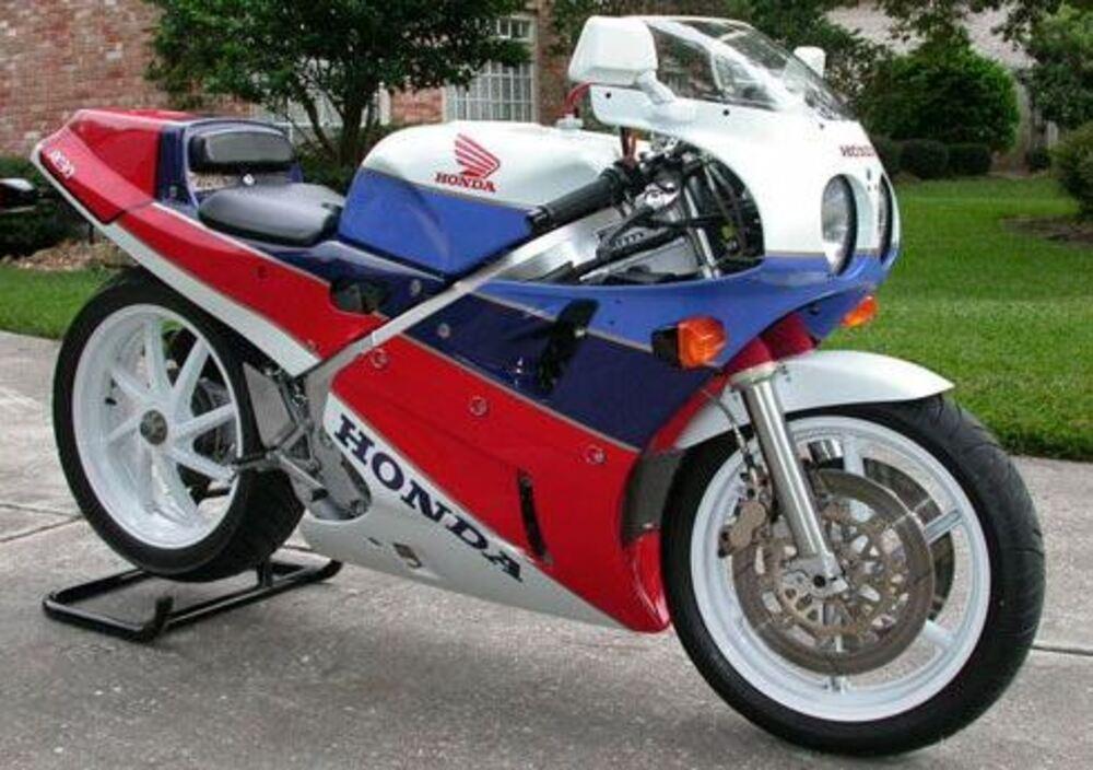 Honda VFR 750 R RC30 (2)